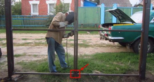 Как сделать ворота и калитки из металла своими руками